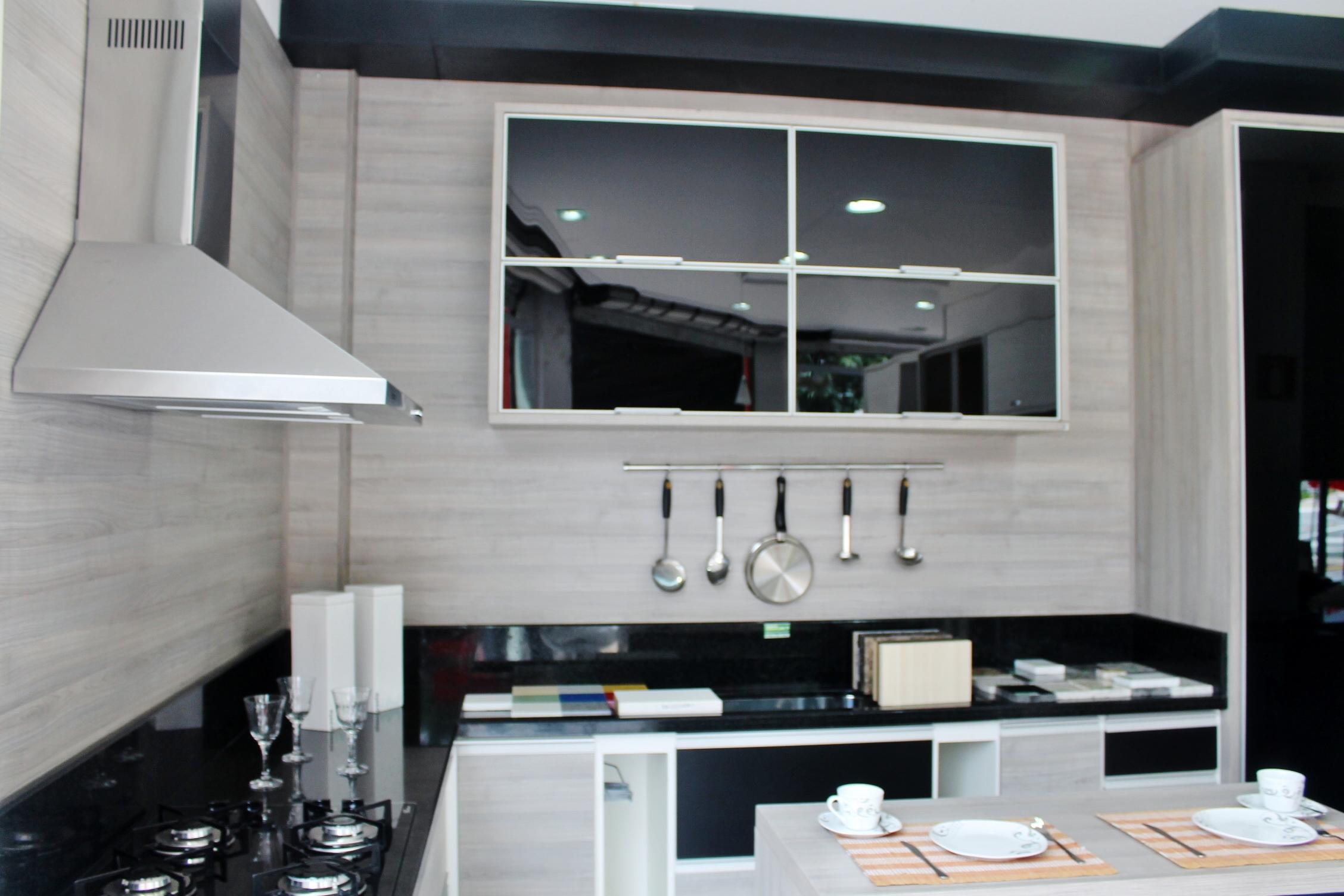 Veja aqui as oito melhores dicas para decorar uma cozinha pequena: #726659 2256 1504